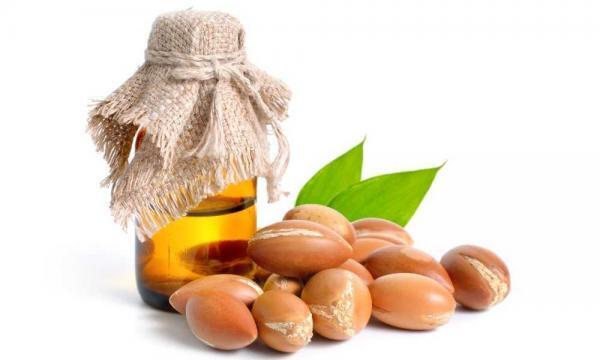 Argan Oil is made from the nuts or kernels of the Argan plant, Argania Spinosa. Argan Oil is known for its moisturizing properties and repairing dry, damaged hair.